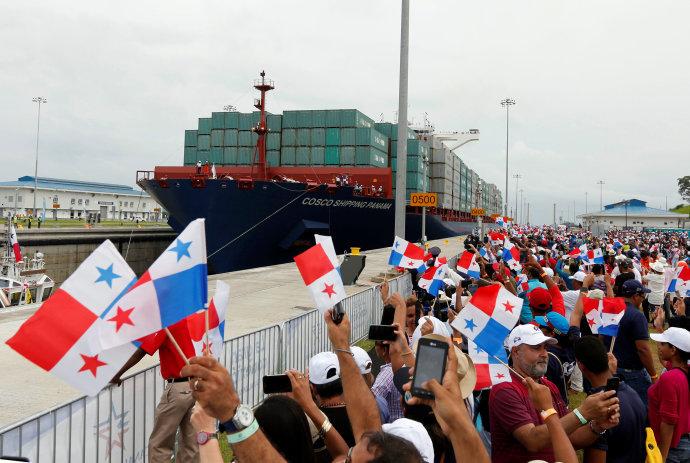 Navio chinês faz travessia inaugural do 'novo' Canal do Panamá