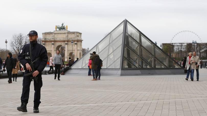 Suposto cúmplice nos ataques de Paris é entregue à França
