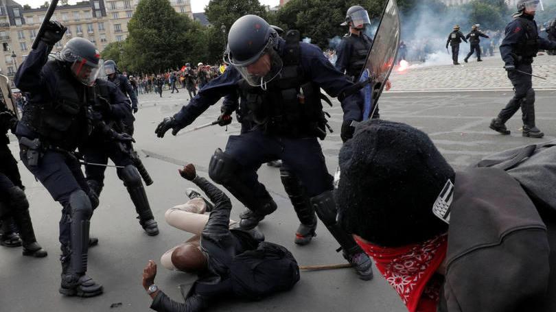 Polícia da França proíbe manifestação em Paris