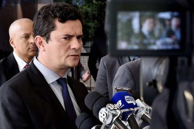 Por pacote, Moro abre gabinete a políticos