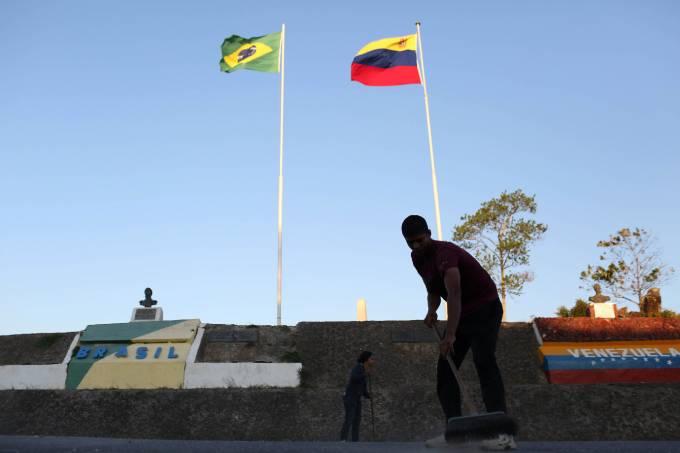 Brasileiros dormem em consulado para tentar escapar da Venezuela