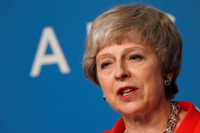 May promete votação sobre futura legislação trabalhista da UE