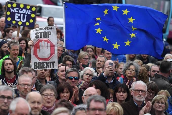 Três votações definem qual Brexit o Reino Unido terá