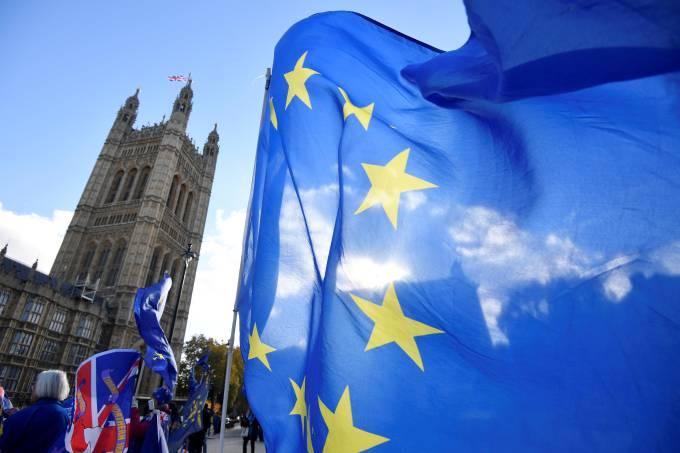 UE não vê acordo sobre Brexit antes do fim de semana, dizem fontes