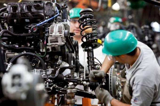 Produção industrial no Brasil cai 0,8% em janeiro, diz IBGE