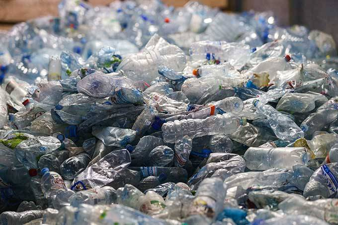 Poluição sem fronteiras — Brasil é o 4º país que mais gera lixo plástico