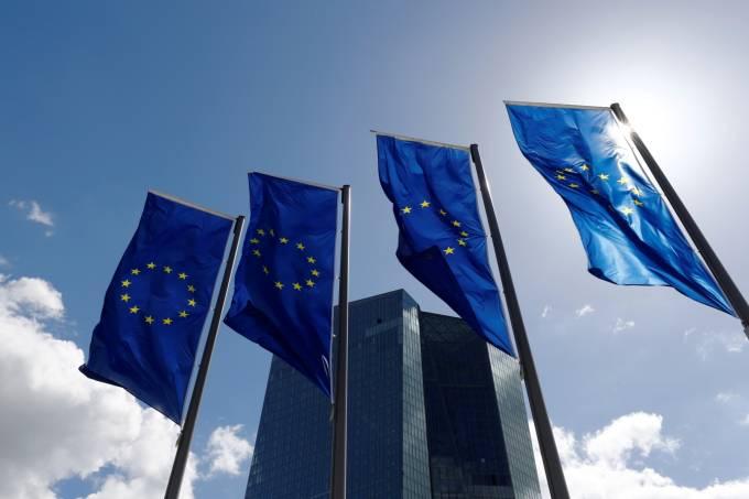 Déficit fiscal da zona do euro cai pela metade em 2018, a 0,5% do PIB
