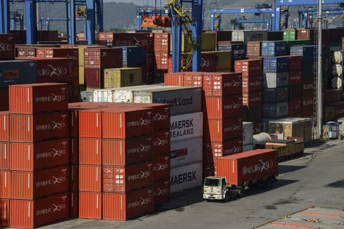 EUA têm queda de 3,4% no déficit comercial de fevereiro