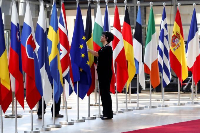 Países da UE votam por iniciar negociações comerciais com EUA
