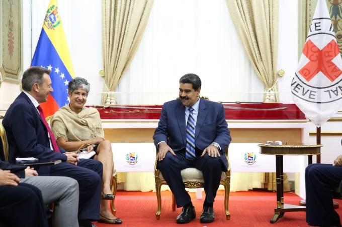 Maduro faz acordo com Cruz Vermelha para ajuda humanitária à Venezuela