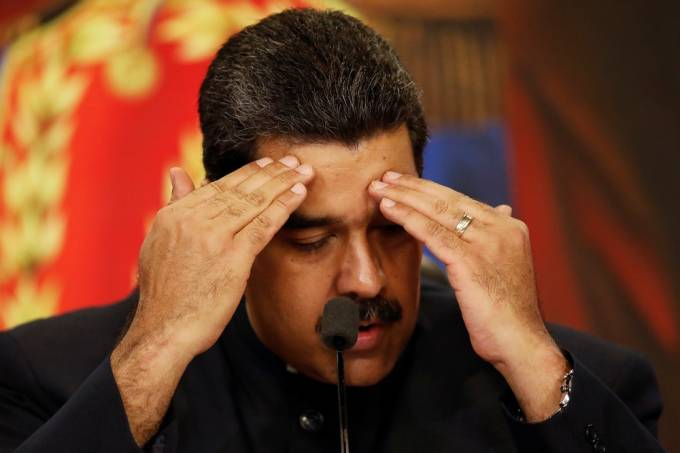 Entram em vigor sanções americanas contra o petróleo venezuelano