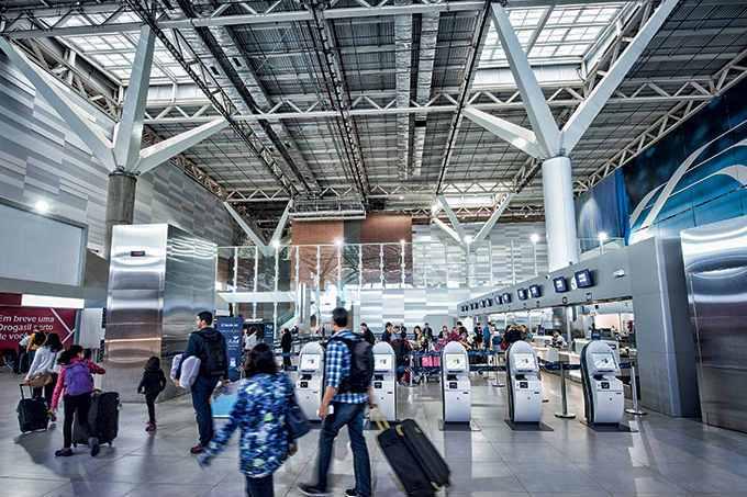 Inadimplência faz aeroportos ameaçarem barrar Avianca Brasil