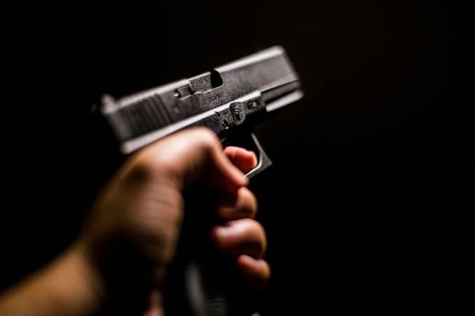 De início houve febre, mas venda não avança, diz comerciante de armas
