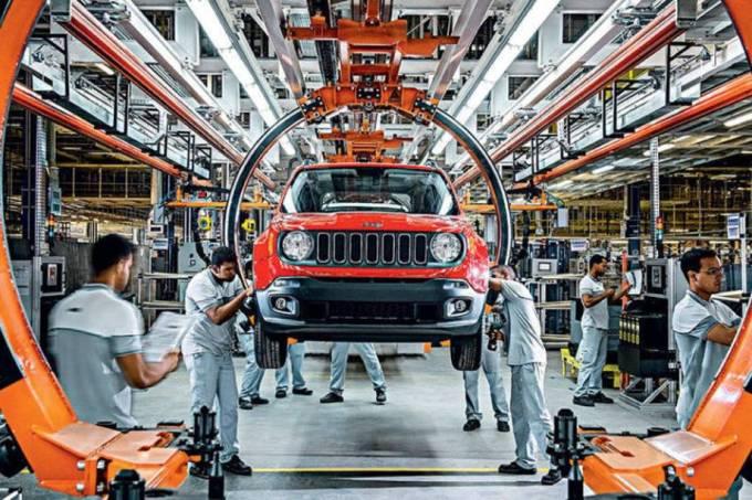 Produção industrial no Brasil recua 1,3% em março, diz IBGE