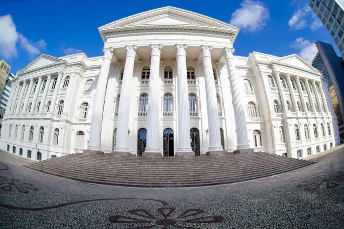 Cortes do MEC nas universidades federais podem ferir a legislação