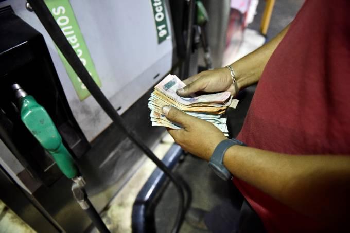 Um ovo e 93,3 milhões de litros de gasolina custam o mesmo na Venezuela