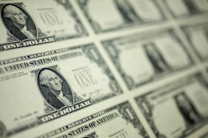 Dólar cai com sentimento positivo sobre Previdência