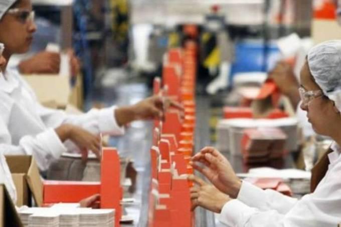 Produção industrial decepciona com alta de 0,3% em abril, diz IBGE
