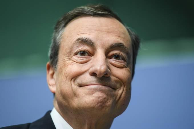 Zona do euro: atividade empresarial ganha ritmo em junho, mas segue fraca