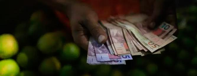 Banco Central quer permitir contas em dólar no Brasil. É uma boa ideia?