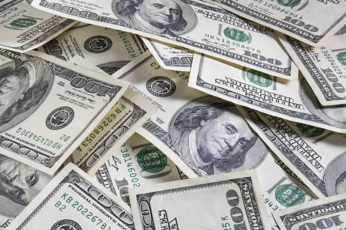 Dólar cai em dia de cúpula do Mercosul e cautela ligada a EUA-China