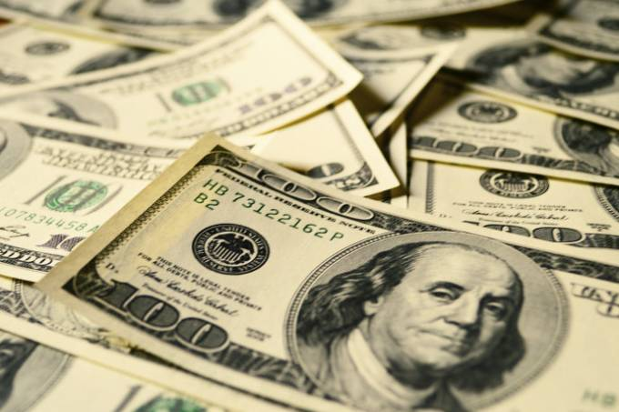 Dólar cai para R$ 3,75. Mas ainda não é hora de comprar