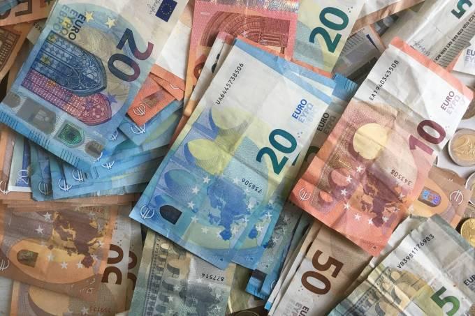BCE abre portas para corte futuro de juros e mais compras de ativos