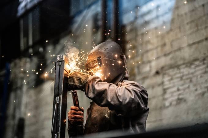 Produção industrial cai 0,2% em maio, diz IBGE