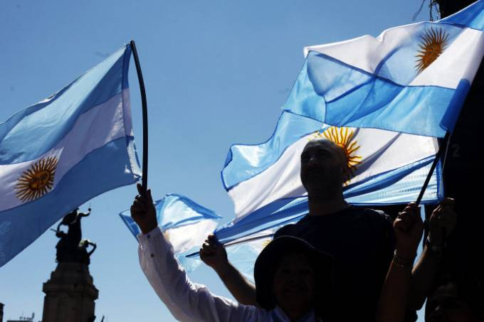 Argentina vai às urnas para maior pesquisa eleitoral do mundo