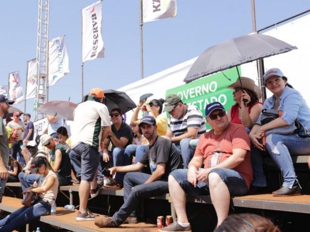 Calor não desanima e centenas de pessoas acompanham provas do Rally dos Sertões