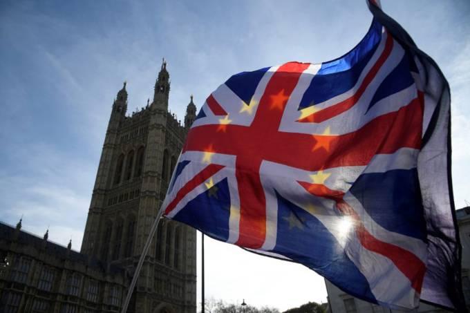 Economia britânica contrai pela primeira vez desde 2012