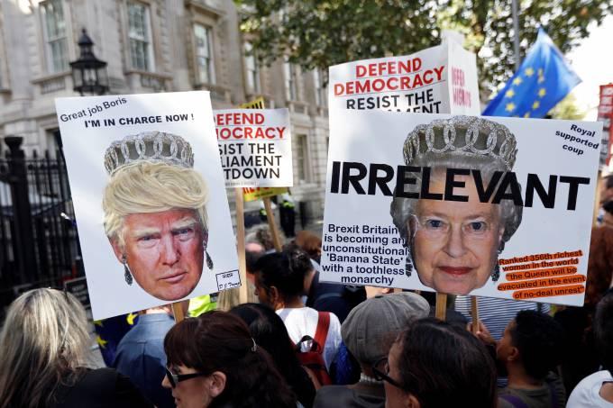 Brexit: britânicos vão às ruas contra suspensão do Parlamento