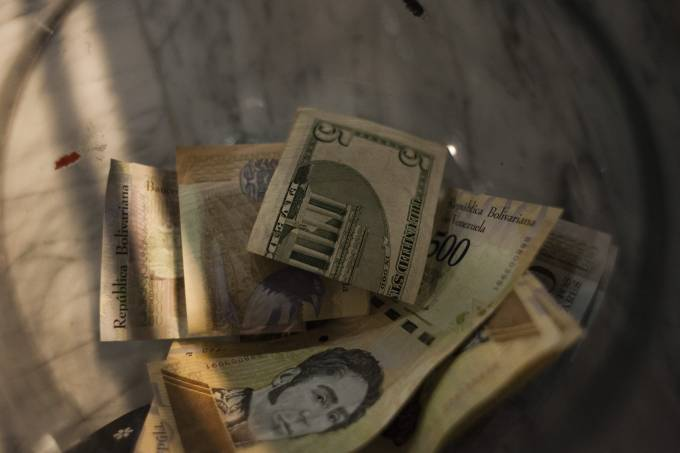 Nem dólares salvam venezuelanos da fúria inflacionária