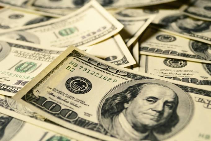 Dólar tem pouca variação aguardando votação de destaques da Previdência