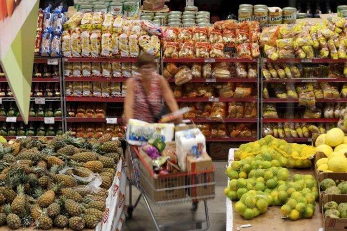 Consumidores esperam inflação de 5,1% em 12 meses a partir de agosto