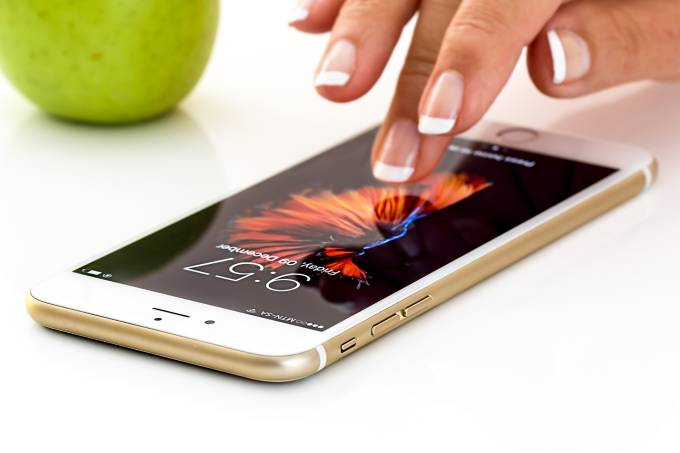 Apple enfrenta era pós-iPhone, ainda dependente do produto