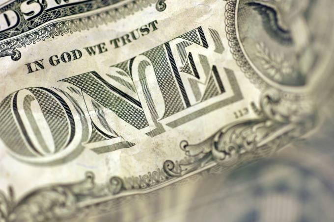 Dólar cai em dia positivo para moedas emergentes no exterior