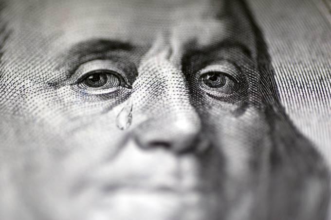 Dólar tem forte queda em meio a cena externa positiva