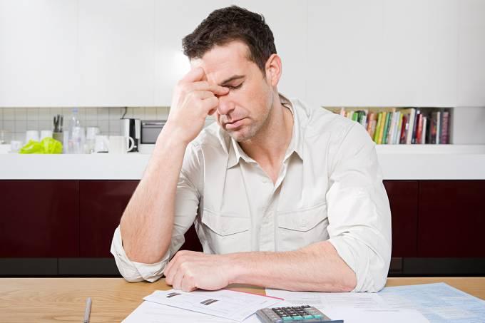 A conta negativa é maior do que o meu salário. Como posso negociar?