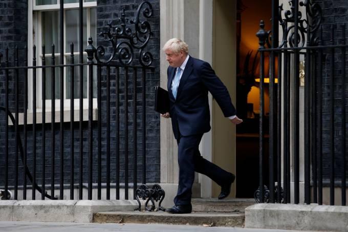 Parlamento volta no Reino Unido e mede forças com Boris Johnson