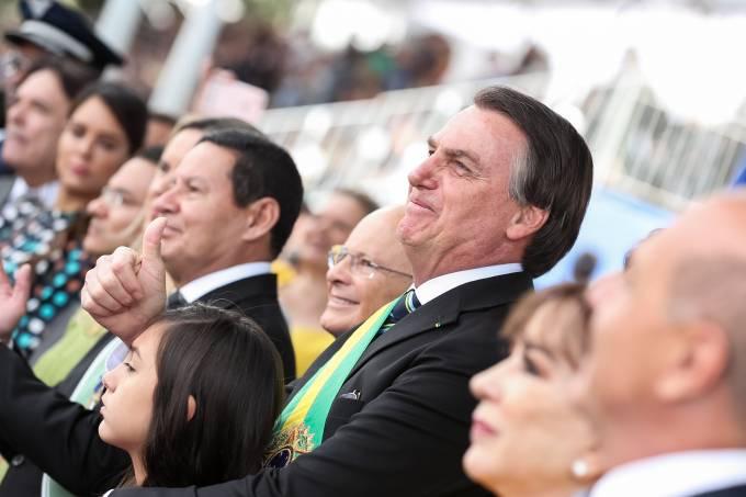 Bolsonaro se diz confiante antes de passar por cirurgia