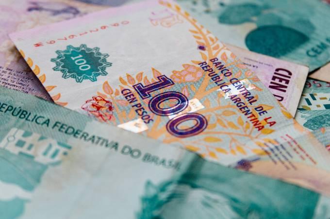 Moedas de mercados emergentes têm pior agosto em 22 anos