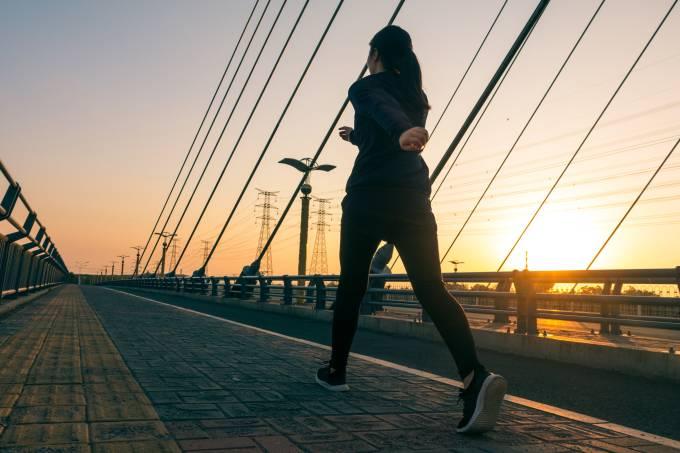 Gosta de andar devagar? Pesquisa liga atividade a problemas de saúde