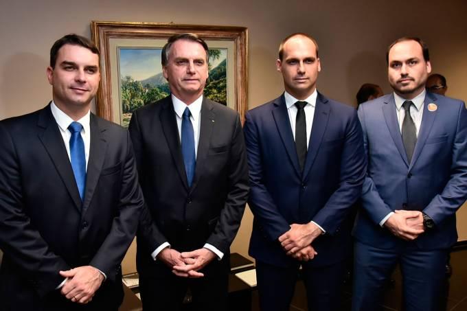 Carlos Bolsonaro diz que presidente pediu estudos sobre energia solar