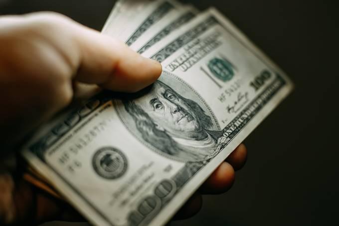 Dólar opera em alta com opiniões mistas sobre acordo comercial EUA-China