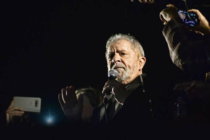 Entre a política e a Justiça: destino de Lula paralisa Brasília