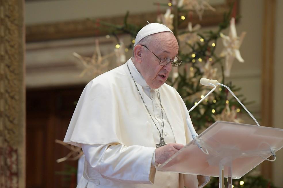 Papa pede que países compartilhem vacinas contra coronavírus em mensagem de Natal